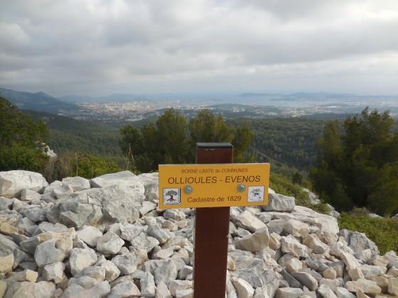 Borne de limite des communes Ollioules et Evenos