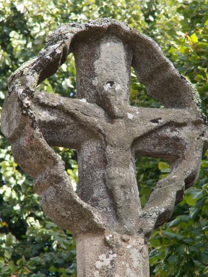 Croix sur un petit calvaire