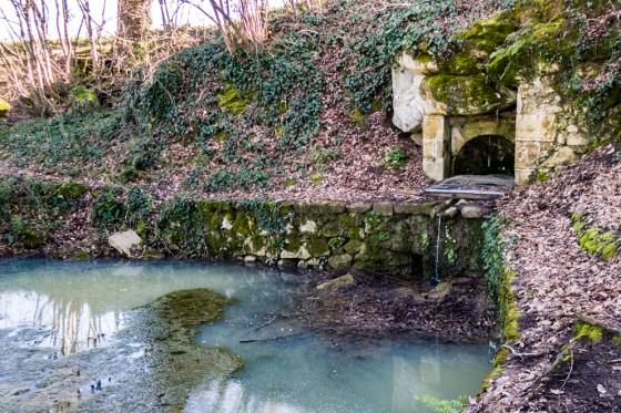 Fontaine de la vierge et son lavoir