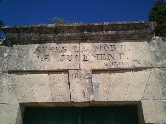 Fronton du cimetière de Salinelles