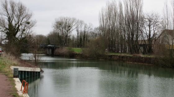 Le Canal de Meaux à Chalifert