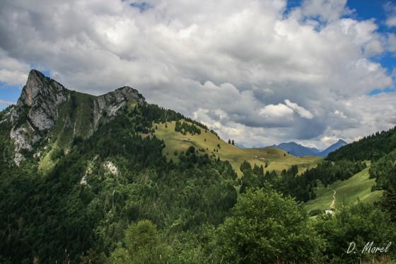 Le parcours  : à droite le col des Nantets puis à gauche le roc de l'Encrenaz et à l'extrême gauche le Lanfonnet.