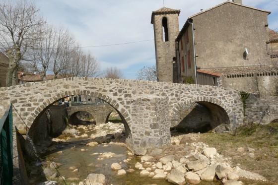 Pont ancien à Labastide en Val
