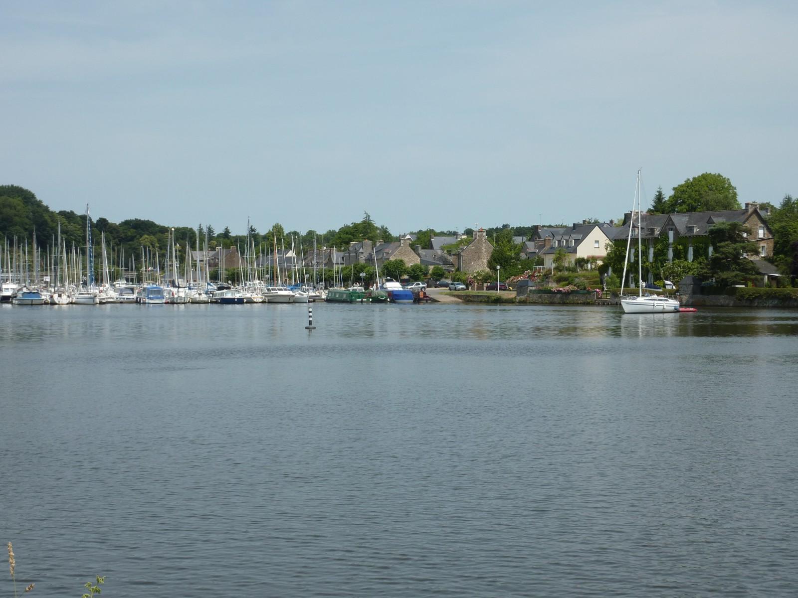 Photo la ville s pois sur la rive droite de la rance for Estuaire de la rance