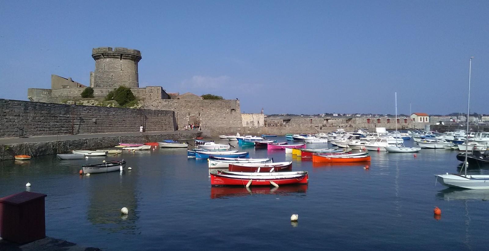 Photo le petit port et le fort de socoa - Fort de socoa ...