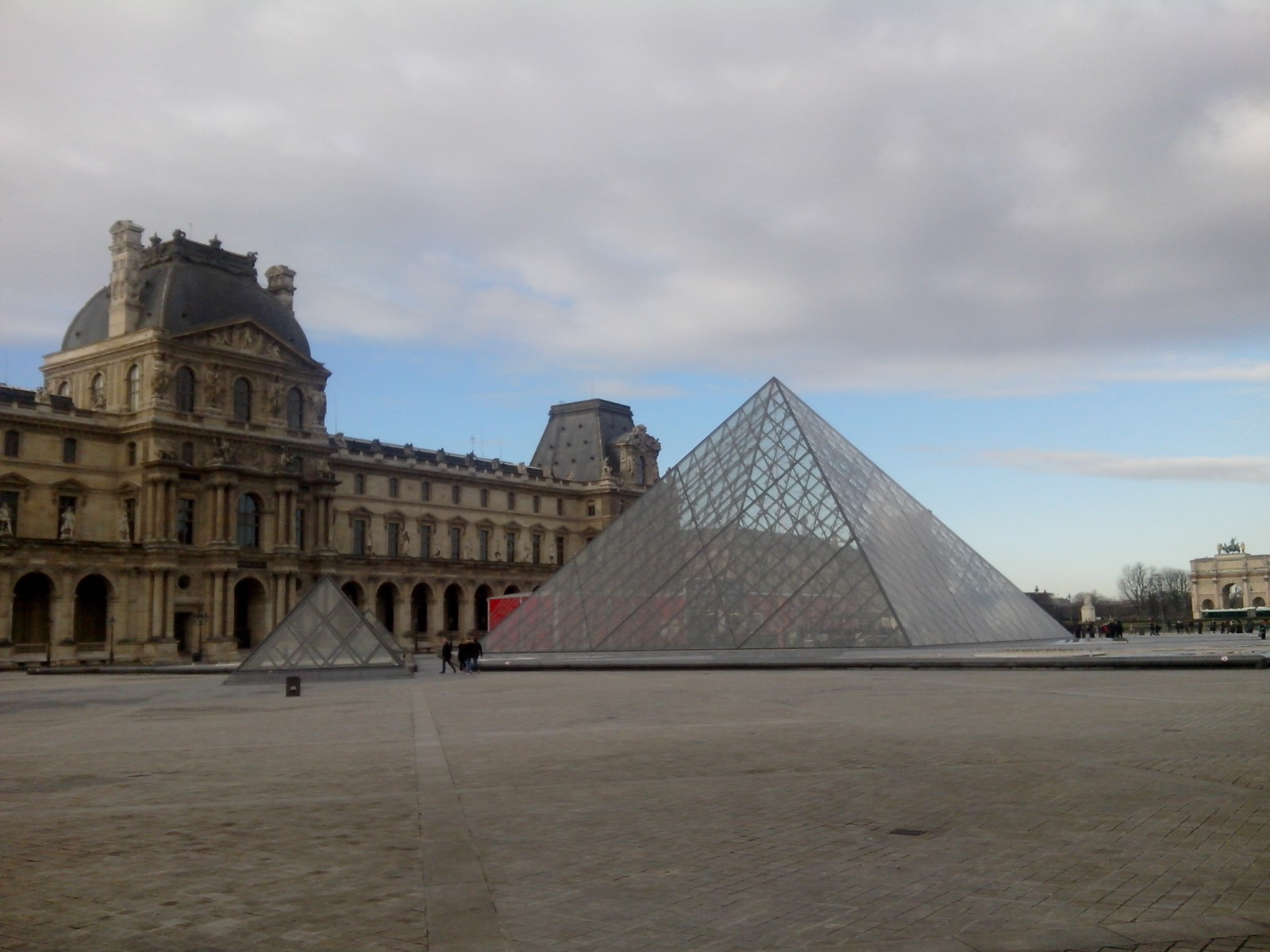 Photo pyramide du louvre - Pyramide du louvre inauguration ...