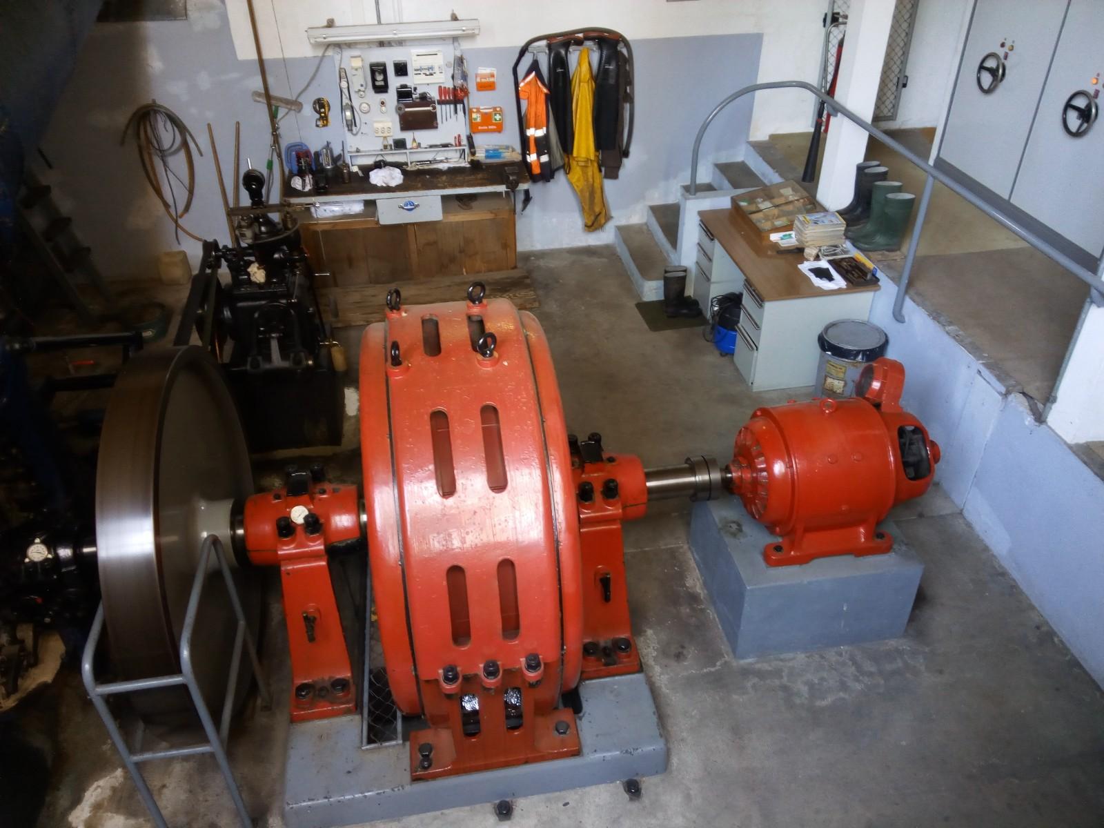 photo turbine dans la mini centrale hydraulique. Black Bedroom Furniture Sets. Home Design Ideas