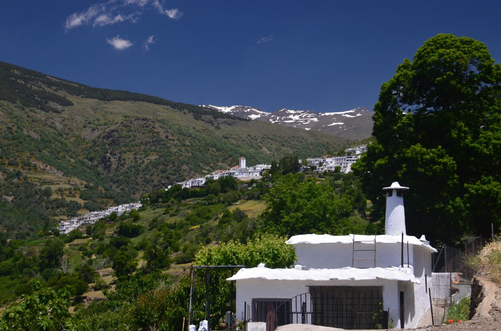 Photo vue d 39 une maison typique et du village de campaneira for Maison typique