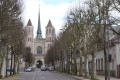 002 – Echappée visuelle sur : La Cathédrale Saint Bénigne (fin 13e) – vue depuis la rue Mariotte.