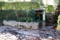 Abreuvoir monolithique et vieux puits