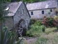 Manoir et ancien moulin de Bonnescat dans la campagne de Plogonnec