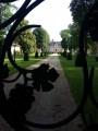 Au travers des grilles du Parc du Château de l'oiserolles