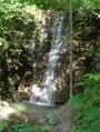 Belle cascade dans les gorges