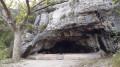 Cavité sous la roche