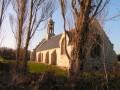De menhir en menhir par la chapelle Saint Fiacre.