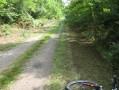 Chemin parallèle à l'ancienne voie ferrée.