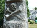Détail de la stèle protohistorique christianisée