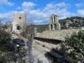 Donjon et chapelle au vieux village de Rochecolombe
