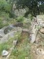 Fontaine abandonnée au village en ruine des Horts