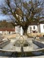 Fontaine lavoir au pied de l'église de Cerre les Noroy