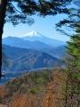 Le Mont Momokurasan depuis la gare de Saruhashi