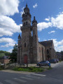 L'église avec son clocher à bulbes
