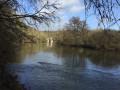 L'Orne avec un pont de la Voie Verte de la Suisse Normande au fond