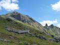 Puy des Pourroys, Lac des Celliers et la résurgence