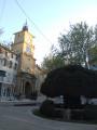 La Fontaine moussue et la Tour de l'Horloge