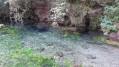 La source d'eau très froide (on ne reste pas très longtemps même jusqu'aux genoux)