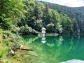 Le Grand Ballon par un lac et des cascades