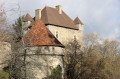 Le château du Chiroux avec au premier plan son pigeonnier