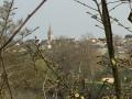 Le clocher de l'église de Fleury-sur-Orne vu de la passerelle sur l'Orne
