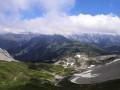 Le lac de Peyre et les Aravis au loin