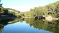 Le petit lac du Vallon et le Mont des Oiseaux à Carqueiranne