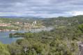 Le lac et le village d'Esparron