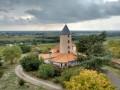Le Moulin du Pé : vue sur le second moulin et ses environs