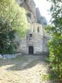 Le parvis et la facade de la chapelle ND de Vie