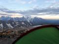 Le soleil pointe son nez sur le mont Blanc