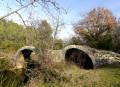 La Tour de Vias et le pont roman depuis les Matelles