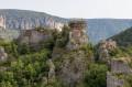 Les ruines de l'Ermitage vues du sentier