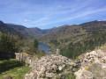 Les ruines du château au dessus du Lac