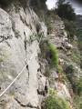 Le sentier escarpé du flanc Ouest du Mont Arpasse