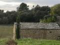 Les Bories et le Mur à Abeilles à Cornillon Confoux