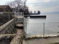 Passage d'un portail, puis d'un ponton avant la Pointe