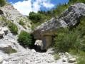 Passage sous le rocher
