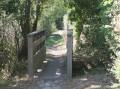 Petit pont sur le petit sentier.