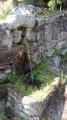 Petite fontaine en bordure de chemin