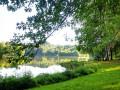 Petite pause sur la rive de l'étang de Poncharal