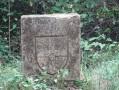 Pierre gravée du blason de Sainte-Croix